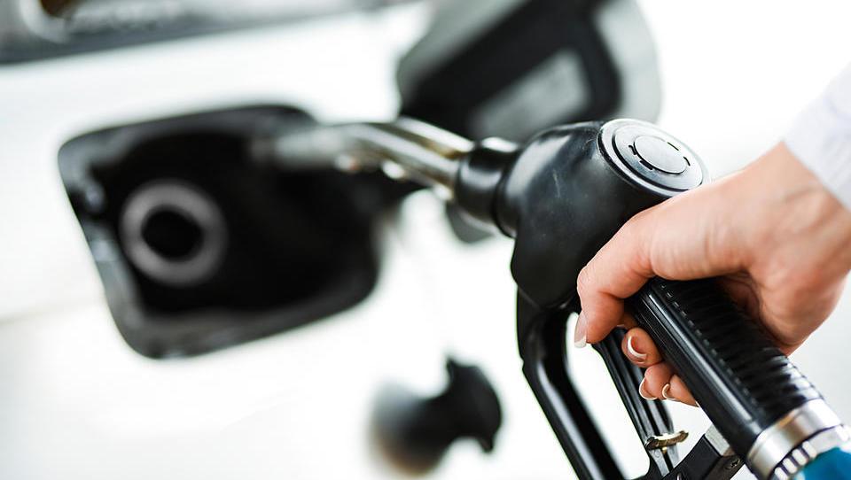 Se bodo pogonska goriva podražila drugič zapored?