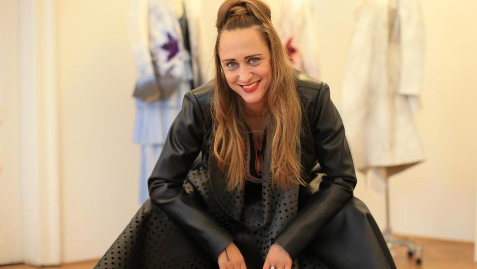 (intervju) Modna vizionarka s finančno podporo Ize Login