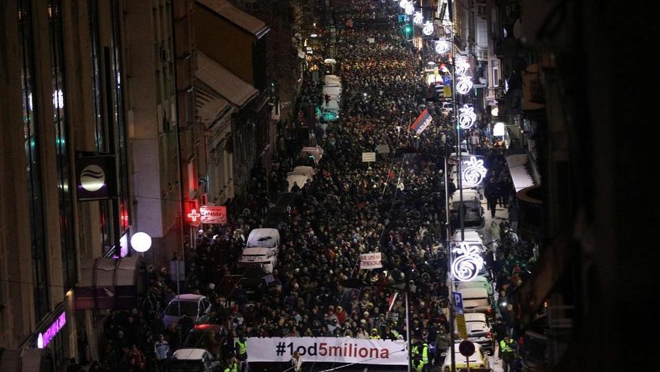 (intervju) Na Balkanu vre na več koncih – kako resne so napetosti?