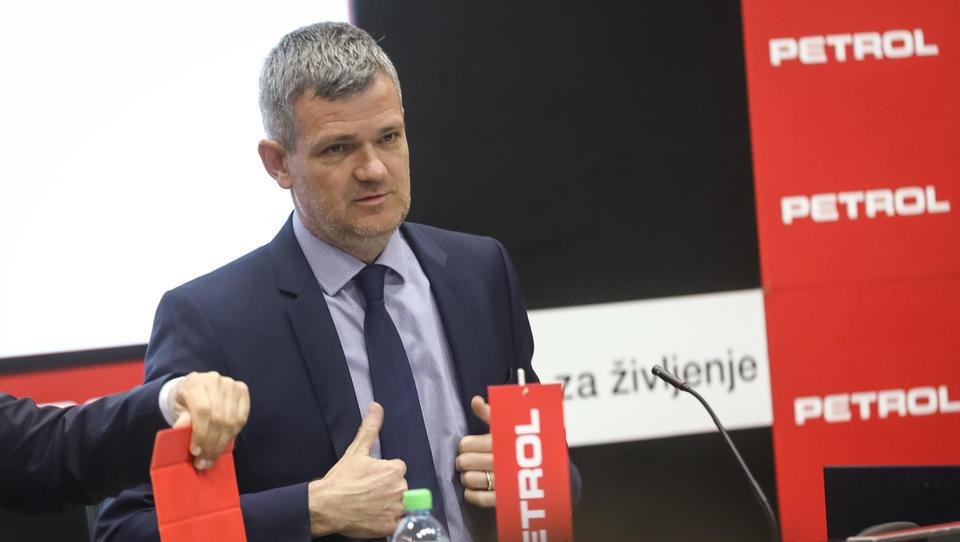 S Petrolove skupščine: nedržavni delničarji v bran Berločniku – država, pusti ga na miru!