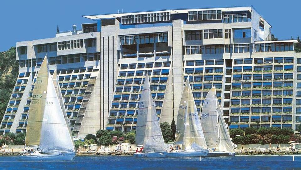 Neuradno: Sava gre nad Hotele Bernardin, Gorenjsko banko pa upnikom?