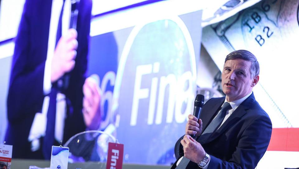 5 vprašanj za finančnega ministra: o rasti, davkih, proračunu, državnih družbah in dolgu