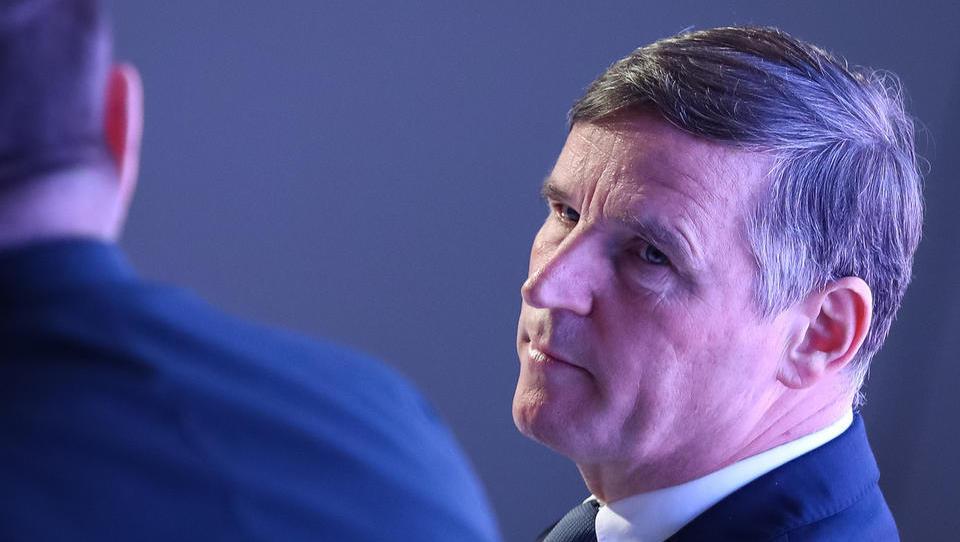 Bertoncelj pravi, da želi več tujih investitorjev, prihodnje leto pa jim viša davke