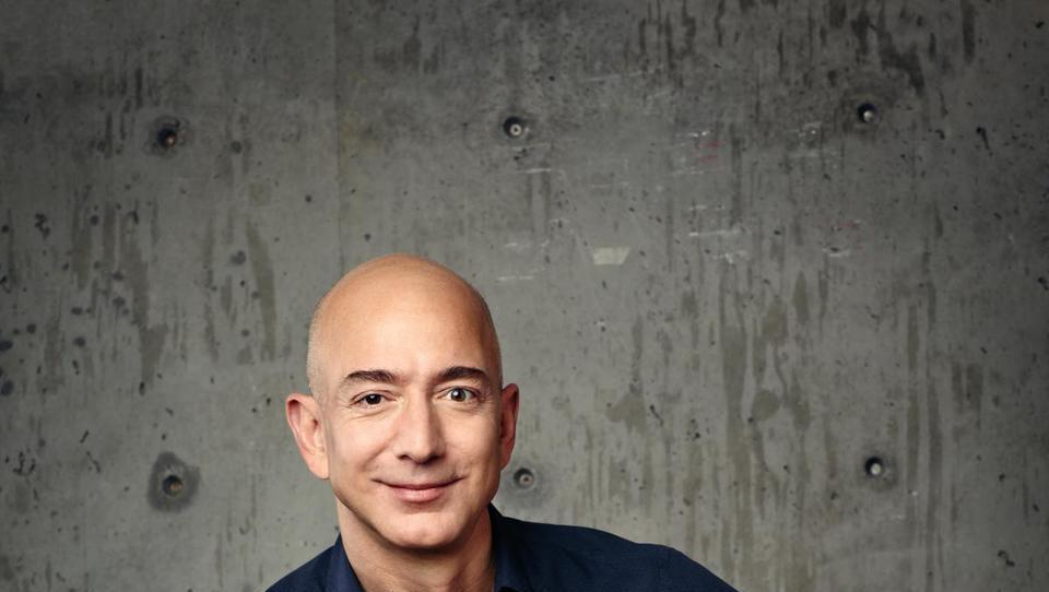 Bezos prvič med tremi najbogatejšimi, na vrhu pa spet ta Gates