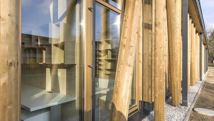 Les je zelo primeren tudi za javne objekte