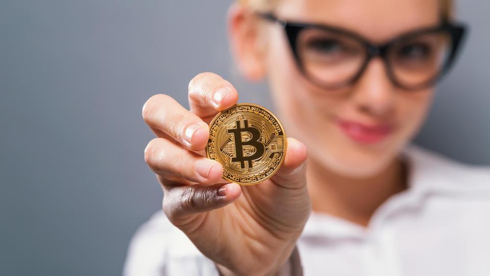 Znanilec optimizma na kriptotrgu: Bitcoin dosegel prvi zlati križ v treh letih