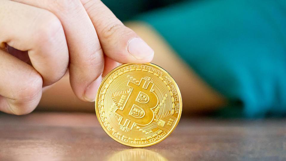 (graf) Bitcoin danes ponovno nad 8 tisoč dolarjev