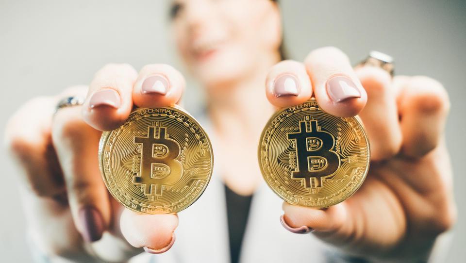 (Napovedi 31 slovenskih upravljavcev in analitikov)  Dolar, frank in kriptovalute 2019