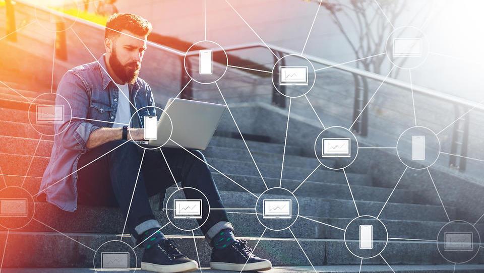 Blockchain razvijalec: kdo je to in zakaj ga vsi iščejo
