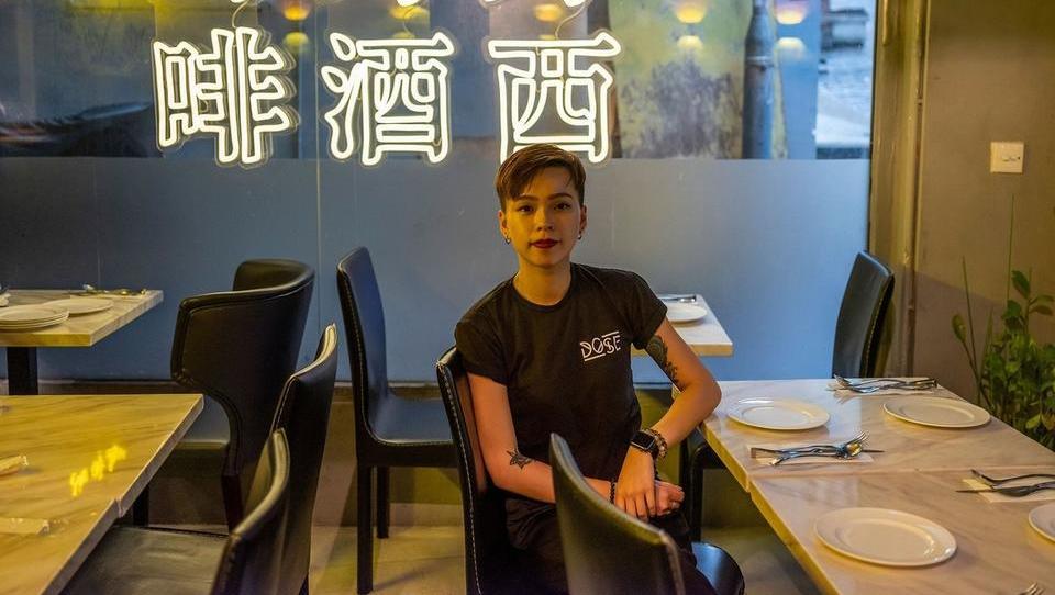 Hongkonški protestniki pomagajo domačim podjetjem preživeti koronakrizo