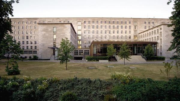 Nemško finančno ministrstvo: Ne bomo se dodatno zadolžili, imamo pa milijarde, če bo treba