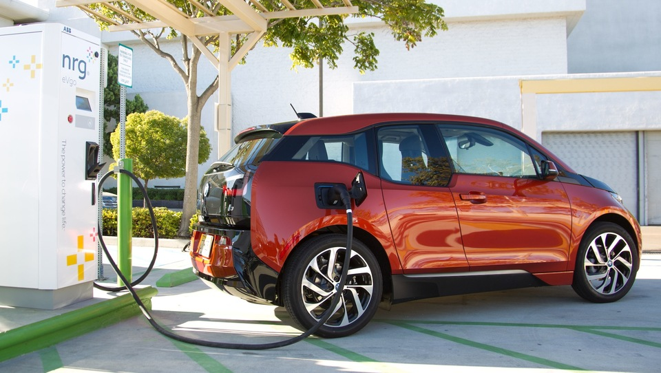 Električni BMW bo poln v nekaj minutah