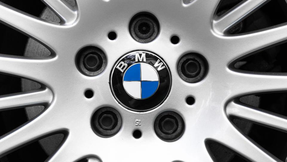 BMW z vsemi silami v elektrifikacijo