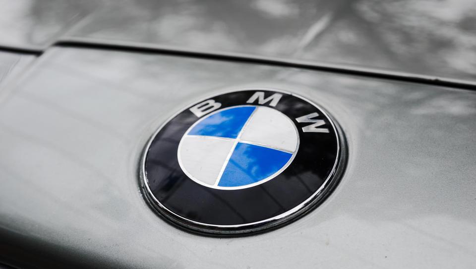 BMW se bojuje z močnim evrom