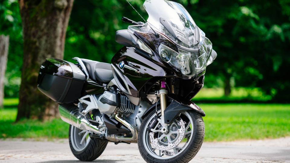 BMW po treh mesecih rešuje mega vpoklic motociklov R 1200 RT