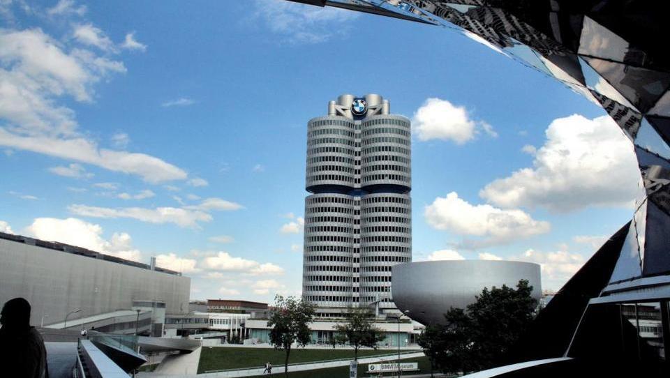 Polletje rekordov in rdečih številk za BMW