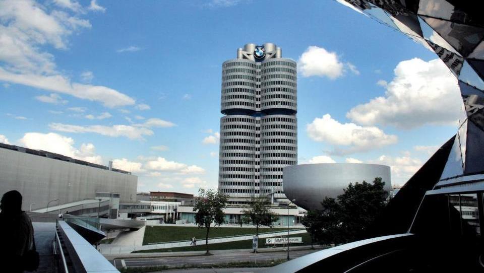 Spor zaradi kartelnih dogovarjanj: BMW ustavil projekte z Daimlerjem