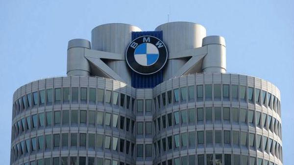 BMW zadržal prestol med premijskimi znamkami