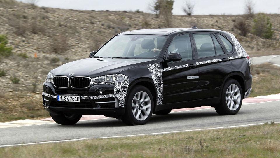 BMW X5 eDrive s porabo pod štirimi litri