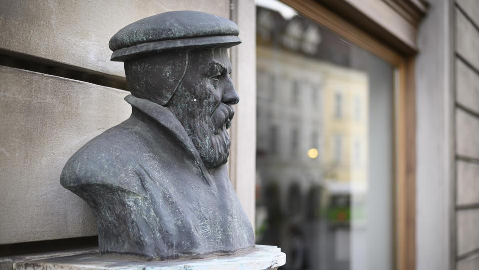 Mož, ki je slovenskemu jeziku dal status in prestiž