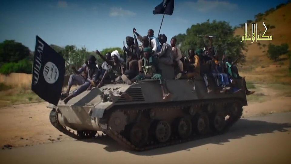 Islamska država je doma večinoma poražena, a se z novimi močmi krepi v Afriki