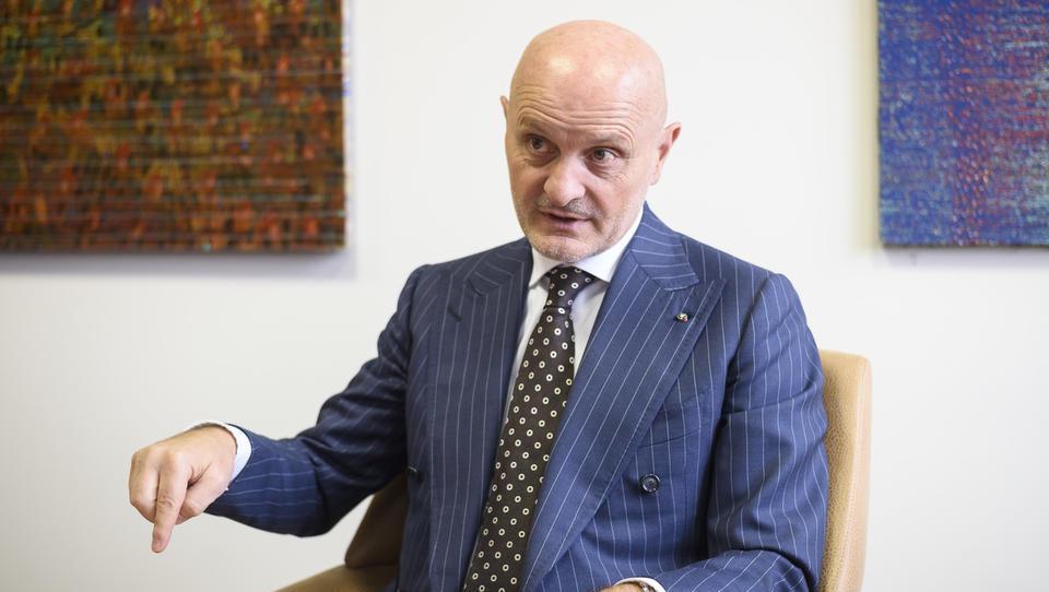 To so zaščitni ukrepi podjetja, ki izkušnje iz Kitajske in Italije prenaša v Slovenijo
