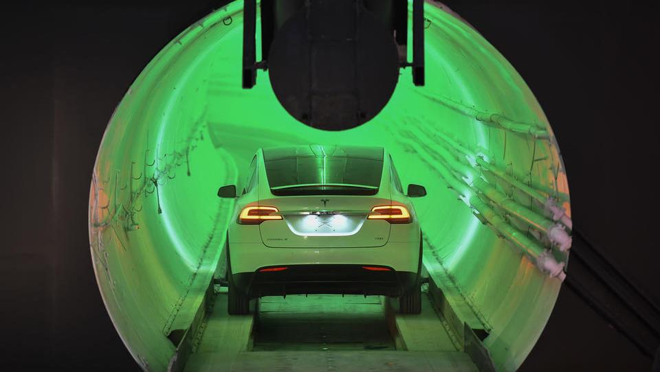 Elon Musk spet provocira, tokrat pri predorogradnji. Za koliko bi lahko pocenil Karavanke in drugi tir?