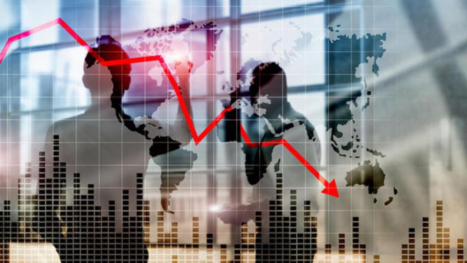 Koronakriza: kaj ekonomisti napovedujejo za svet in Slovenijo ter kako ocenjujejo vladne ukrepe