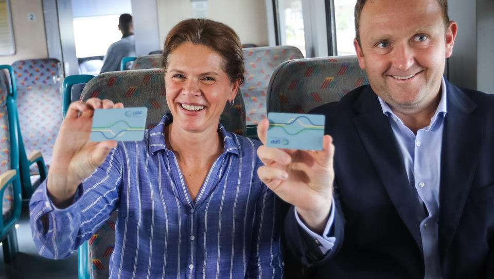Kako dobro Alenka Bratušek skrbi za potnike v javnem  prometu?