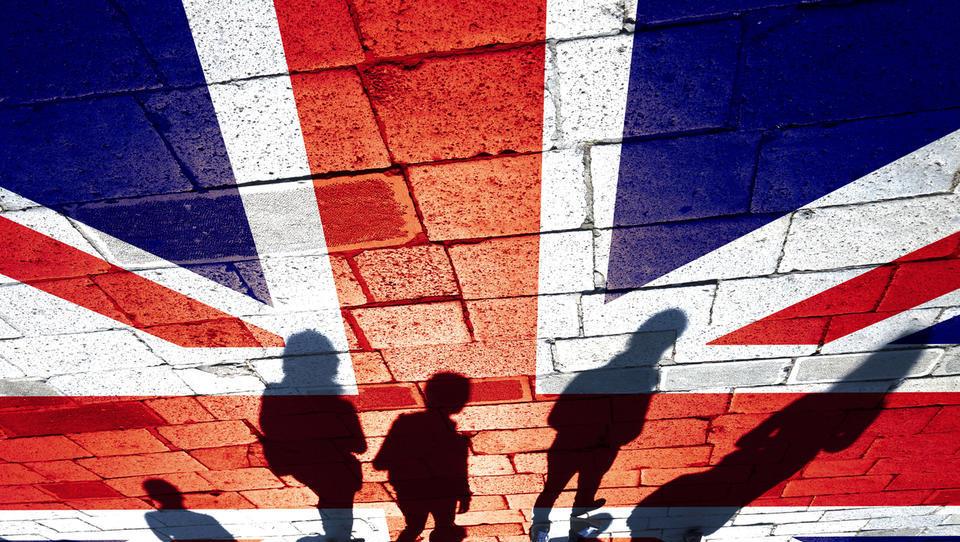 Britanska vlada z 8. junijem uvaja 14-dnevno karanteno za tiste, ki vstopijo v državo