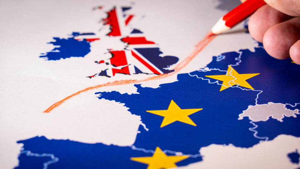 Če bi prišlo do trdega brexita, bi VB za uvoz avtov uvedla 10-odstotno carino