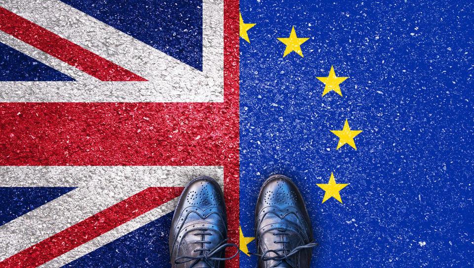 EU potrdila ločitveni sporazum z Britanijo, v Londonu ne kaže dobro, kaj sledi?