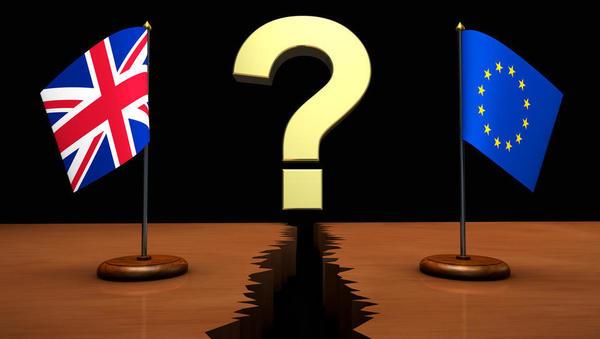 Kaj bo s plačilnim prometom, z računi, priznanjem pogodb in sodnih postopkov, z zavarovanji in s podjetji ob trdem brexitu