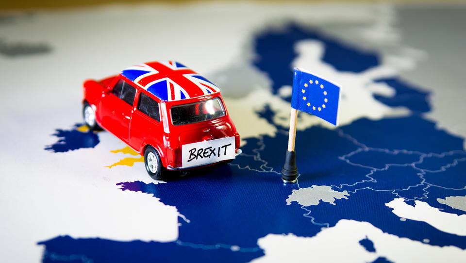 (brexit) O čem bo britanski parlament sploh glasoval danes