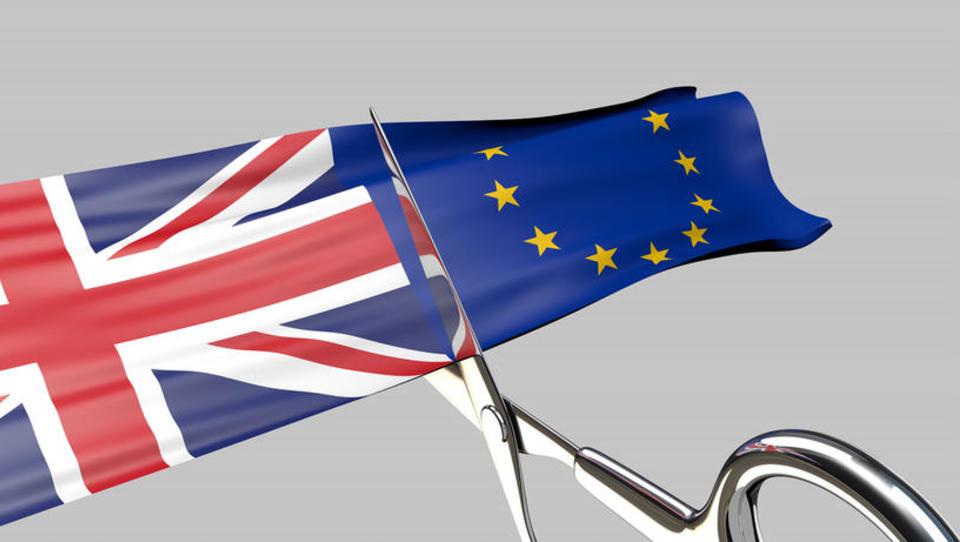 Kako bi izvažali blago, obračunavali DDV za čezmejne storitve, kupovali in potovali, če bi se zgodil trdi brexit