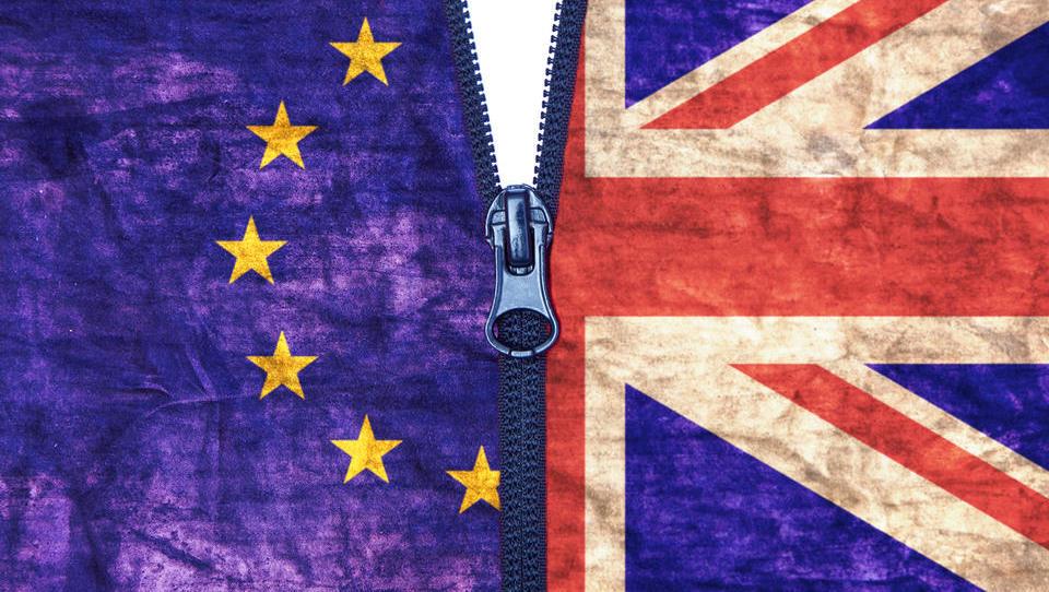 Britanski parlament znova odločno zavrnil izstopni dogovor - kaj sledi