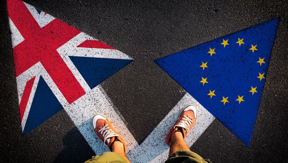 Zakon za preprečitev trdega brexita sta potrdila oba domova parlamenta