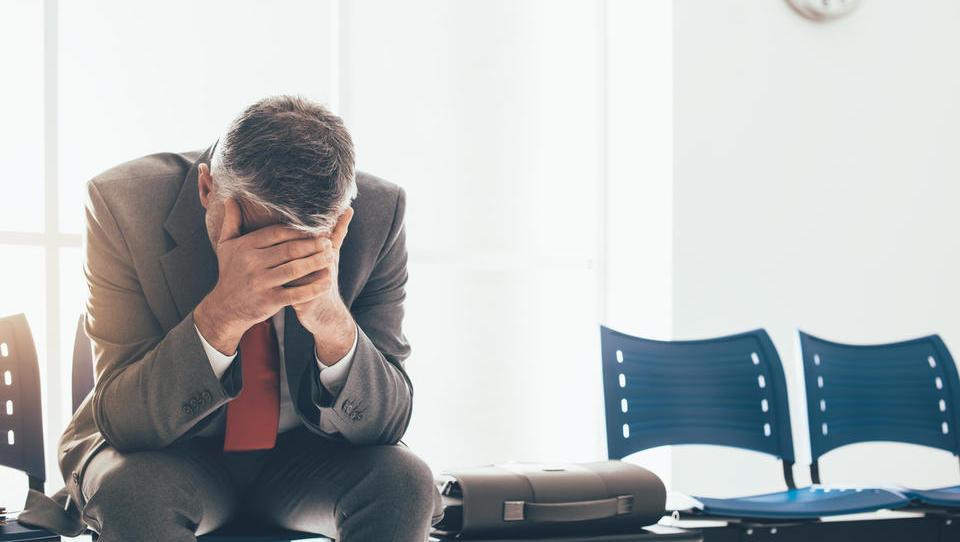Komu in za koliko so v NLB že znižali plače: sledijo velika odpuščanja?