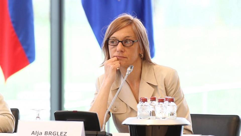 Raiffeisen rubi šefinjo Pahorjevega kabineta Aljo Brglez