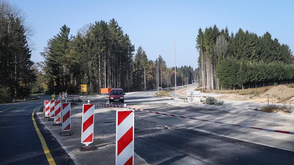 Alenka Bratušek ustanavlja infrastrukturni sklad. Bo več denarja za ceste in železnice?