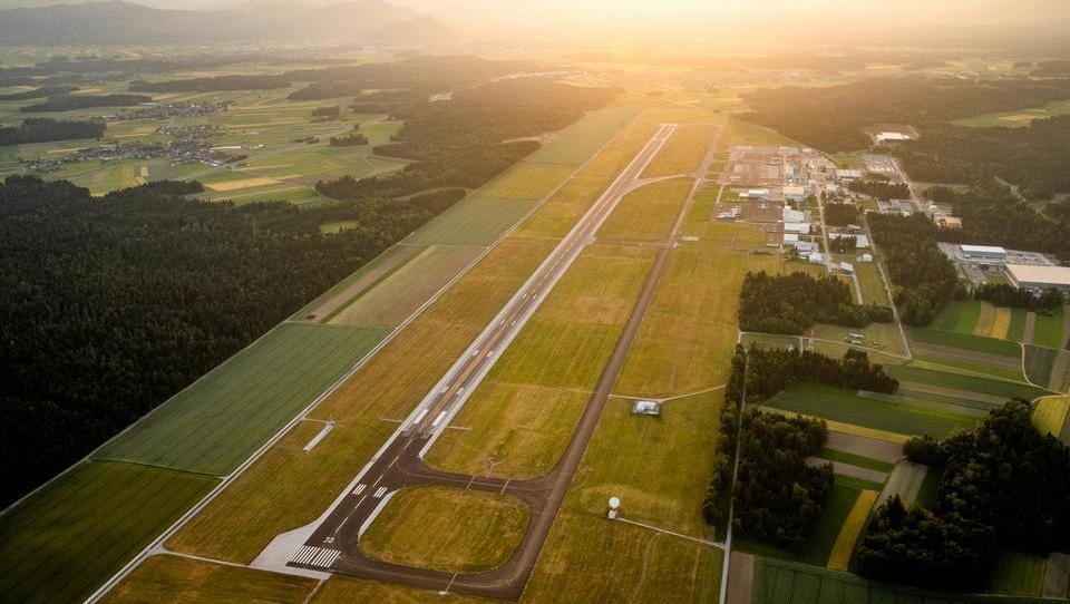 Wie entwickelt Fraport sein Geschäfts- und Logistikzentrum Airport City in Slowenien?