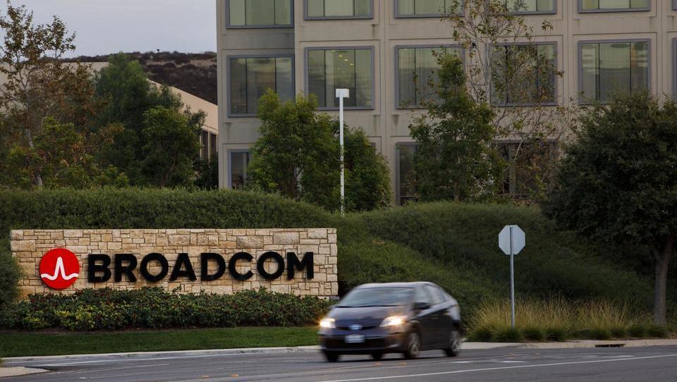 Donald Trump zaradi nacionalne varnosti blokiral Broadcomov prevzem Qualcomma