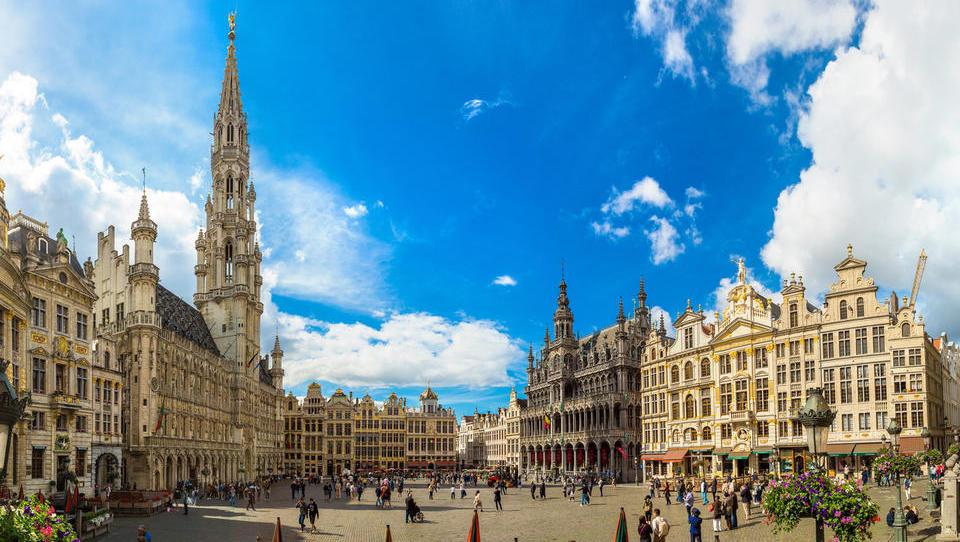 Top službe - ponudba za 16 tisočakov v Bruslju; službe tudi za več direktorjev, zaposlujejo še Huawei, BSi, Fructal ...