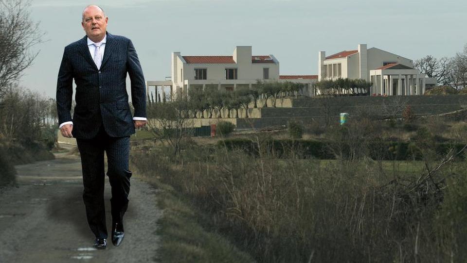 Miru Senici vzeli Bužekijan; nedokončan luksuz nad Izolo kmalu naprodaj
