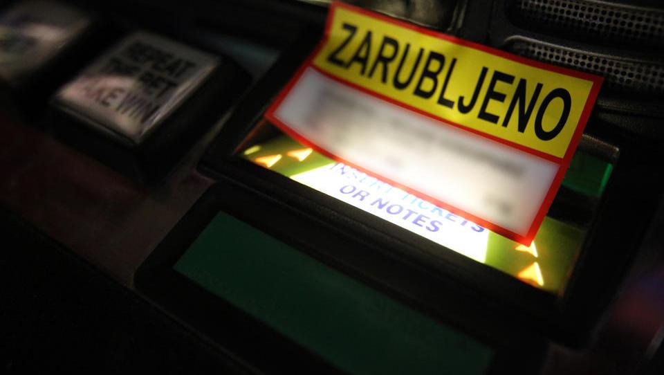 Zakaj newyorški sodni izvršitelji služijo milijone, slovenski pa zapuščajo posel