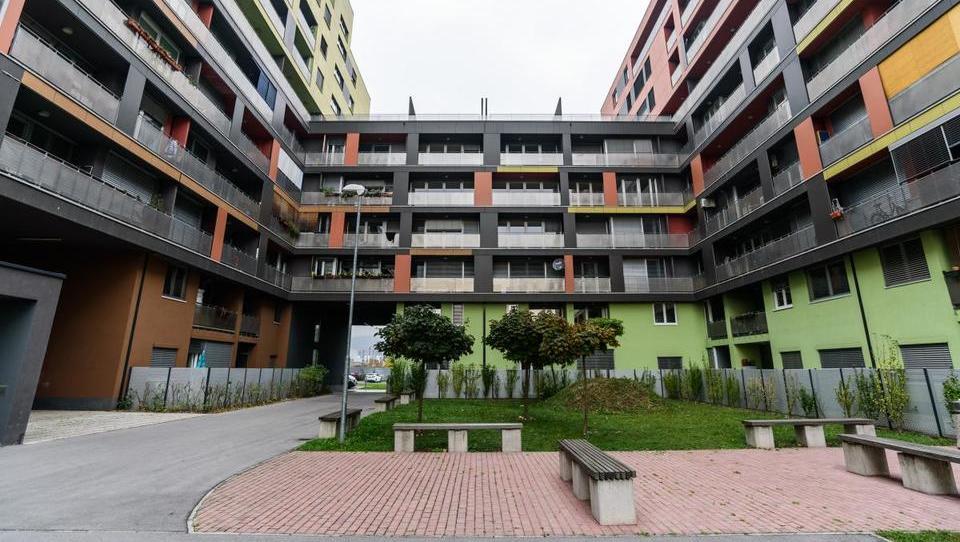 TOP dražbe: stanovanji, hiša in pisarne v Ljubljani, upravna stavba v Sežani