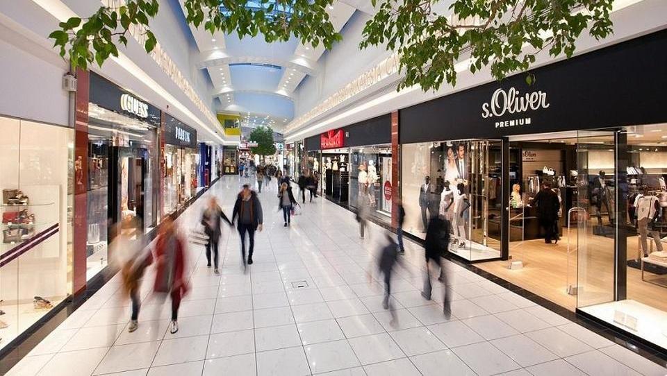 Množica prodaj trgovskih centrov v Sloveniji: kakšne donose dosegajo vlagatelji?