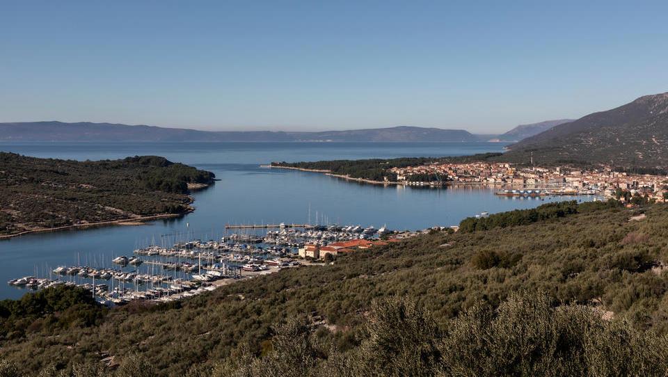 Mega dražba v stečaju Primorja: jeseni naprodaj 38 počitniških hiš na Cresu