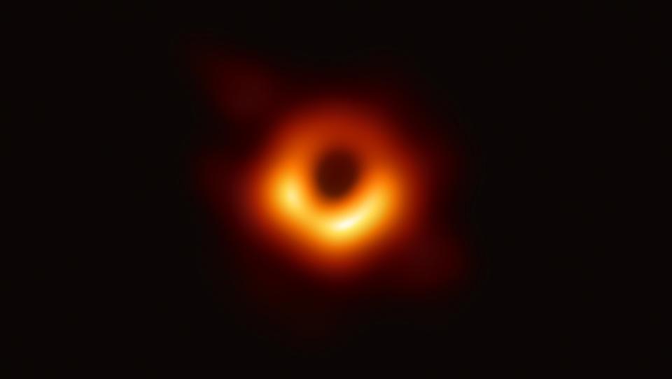 Spoznajte tridesetletnico, ki je portretirala črno luknjo