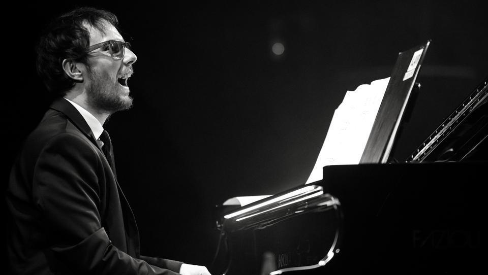 Od harmonike na vaških veselicah do klavirja v New Yorku